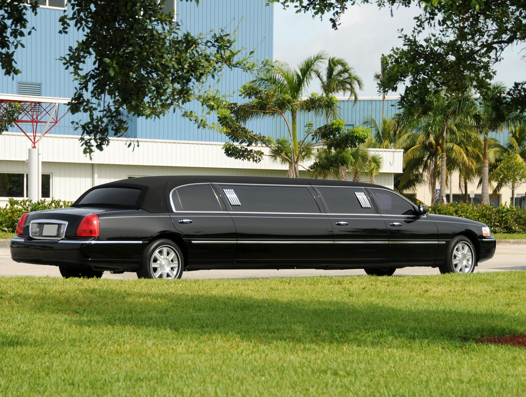 Hassle Free and Luxury Transportation Through Limousine Services