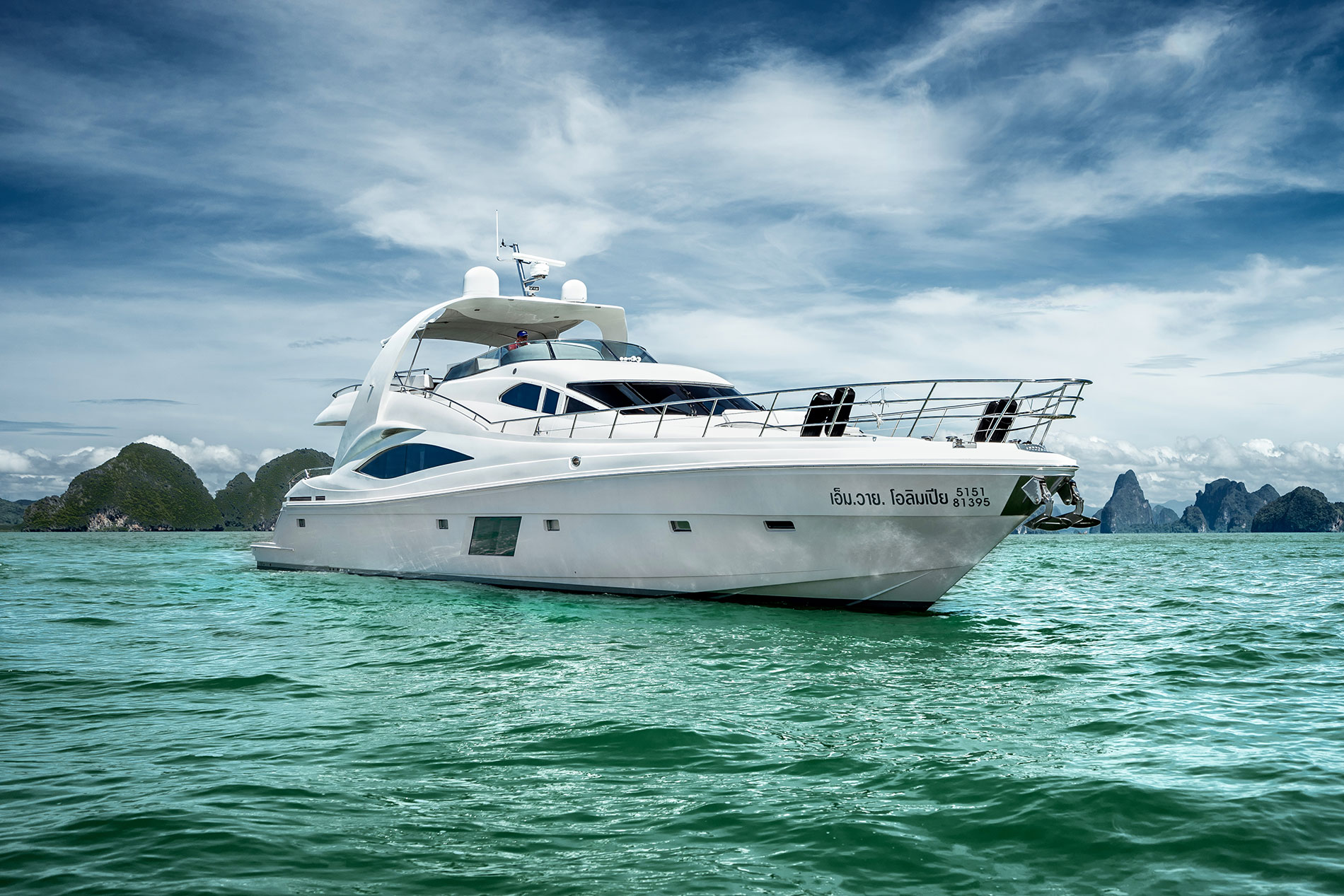 The Superb Host for Any Type of Cruising -- Majesty 122